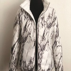 Women's white marble reversible puffer jacket